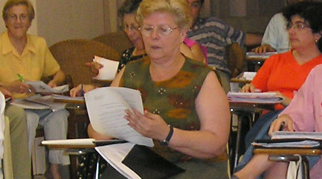 Carmen Arias en una Asamblea de la HOAC